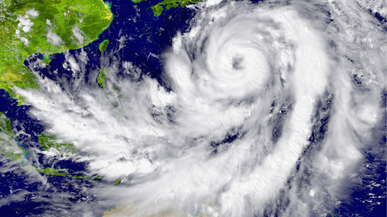 How are tropical cyclones named?